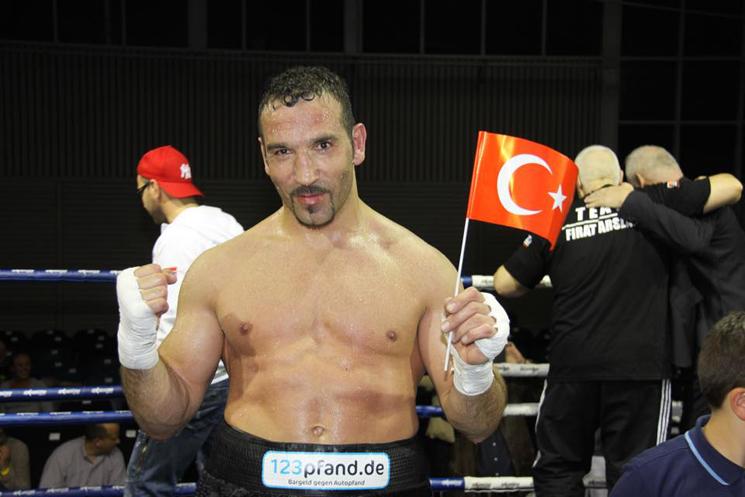 Arslan-Comeback endet mit klarem Punktsieg
