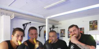 Alexander Petkovic mit seiner Banana-Crew Shefat Isufi und den Brüdern James und Toni Kraft (von rechts)