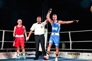 NSV-Boxer Enrico La Cruz (blaues Dress) / Fotograf: Christoph Keil