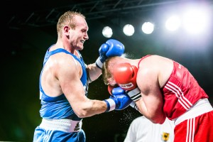NSV-Boxer Roman Gorst (blaues Dress) / Fotograf: Christoph Keil