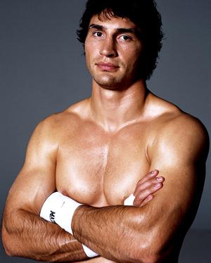 Nach dem Gewinn der Goldmedaille unterschrieb Wladimir Klitschko noch im gleichen Jahr 1996 einen Profivertrag bei dem deutschen Promoter Universum Box-Promotion