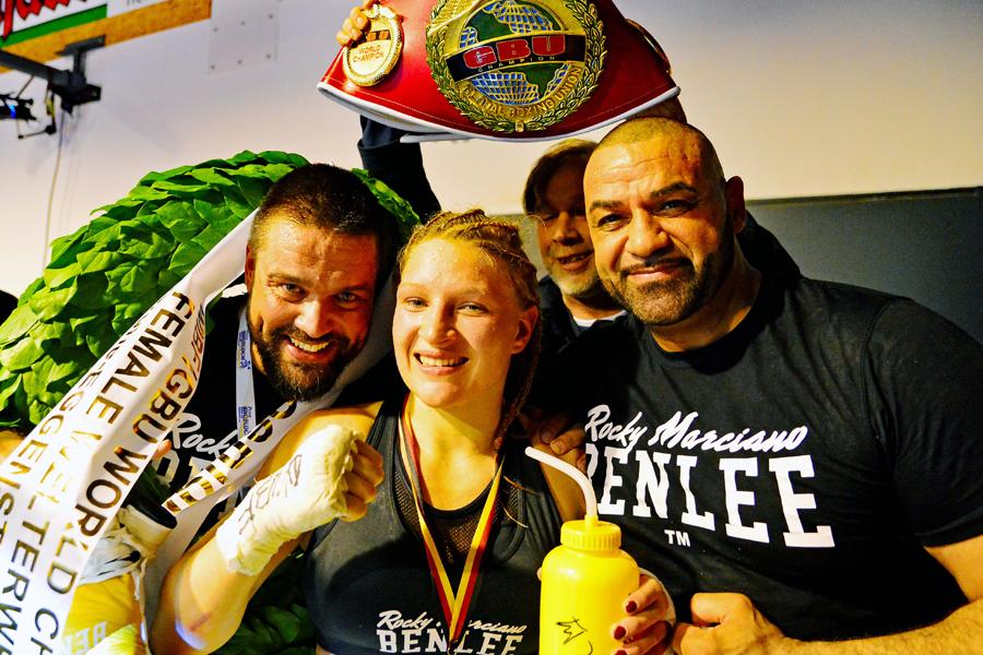 Eggenstein Boxnacht  - Verena Kaiser mit Team Ilbay Jack Maksimovic links