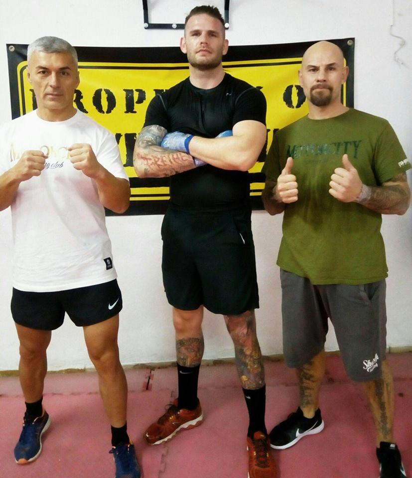 Der deutsche Schwergewichtler Michael Wallisch mit seinen beiden Trainern und Manager Richard Steiner (links( und David Quinonero trainiert seit über zwei Monaten im Gym von David Quinonero auf Mallorca.