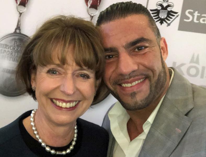 Kölns Oberbürgermeisterin Henriette Reker ehrte WBA Box-Weltmeister Manuel Charr als Kölns Sportler des Jahres