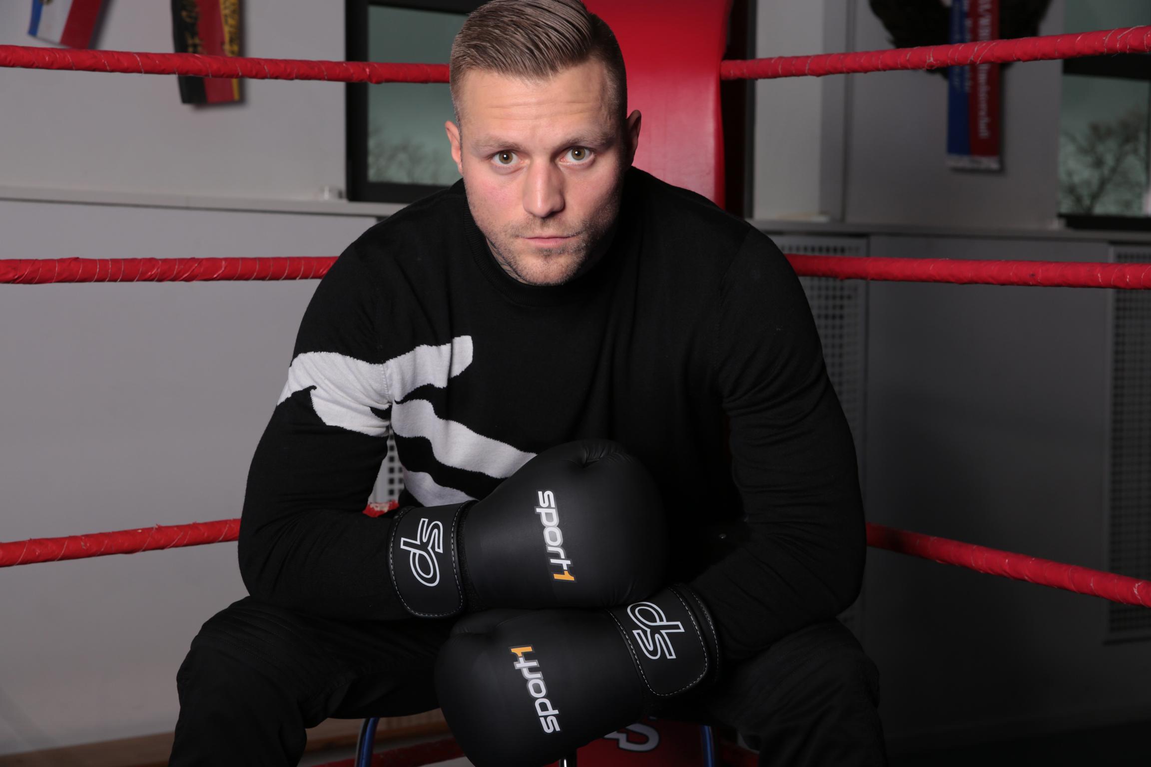 rapper boxer trainer und jetzt auch tv experte kontra k. Black Bedroom Furniture Sets. Home Design Ideas