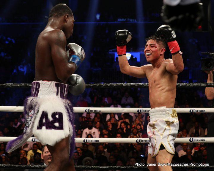 Adrien Broner vs Jesse Vargas3