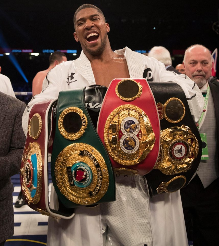 Anthony Joshua mit 4 Belts