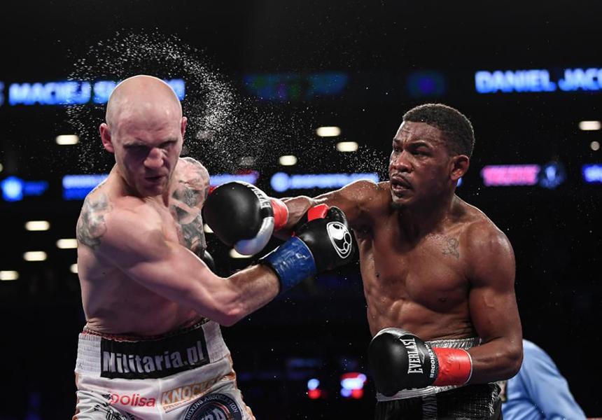 In einem WBA-Ausscheidungs-Fight gewann Danny Jocobs (34-2-0, 29 Ko's) vergangene Nacht in Brooklyn (New York), nach einem hart umkämpften Gefecht, gegen den Polen Maciej Sulecki (26-1-0, 10 Ko's) einstimmig nach Punkten!