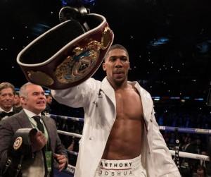 Joshua mit WBO Belt