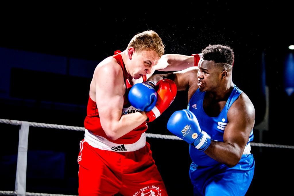Keinen Sieger sahen die Zuschauer im Superschwergewicht zwischen Oleksander Babych (BSK) und Nelvie Tiafack (NSV) / Foto: Christoph Keil