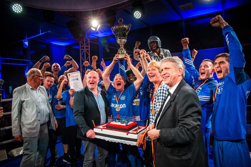 der Meister feiert - BSK Hannover-Seelze wird zum ersten mal deutscher Mannschaftsmeister / Foto: Christoph Keil