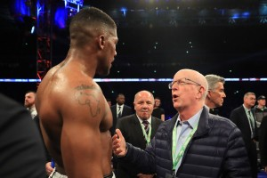 Wilder-Manager Shelly Finkel und Weltmeister Anthony Joshua